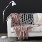 black-and-pink-throw-in-a-sofa-kopie